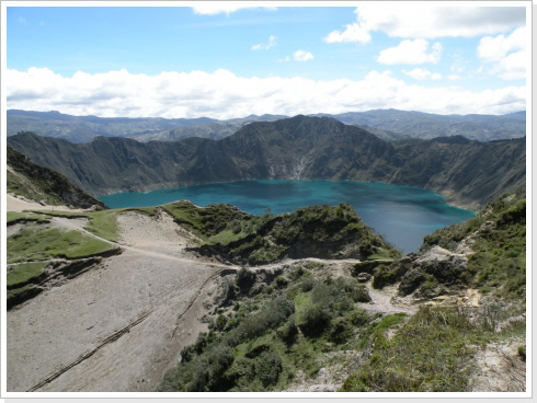 hike along Quilotoa crater